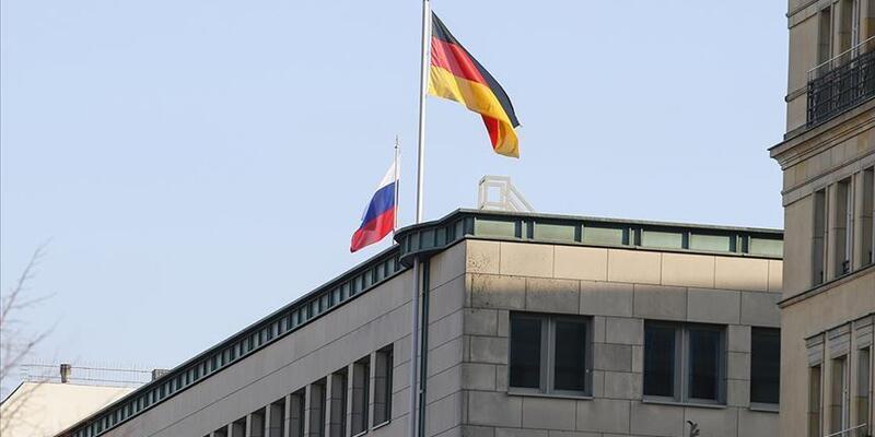 Almanya ve Rusya arasındaki e-mail krizi büyüyor