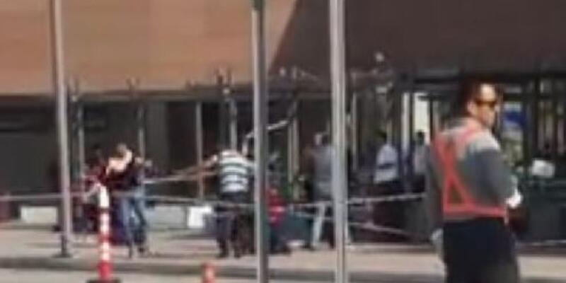 Hastane önünde sopalı kavga