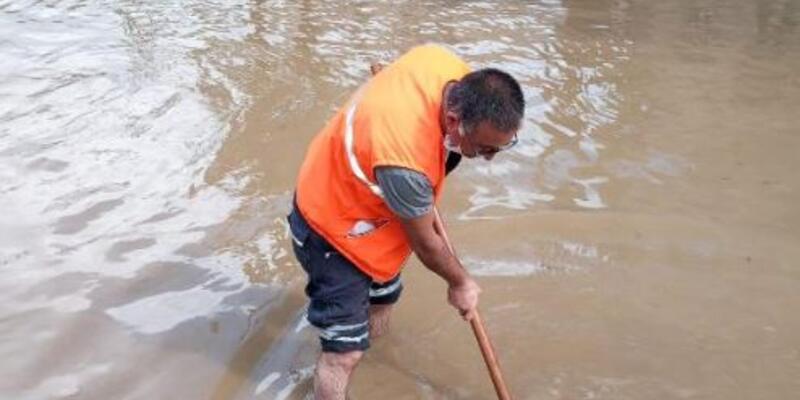 Çatalca'da yağmur yolları göle çevirdi