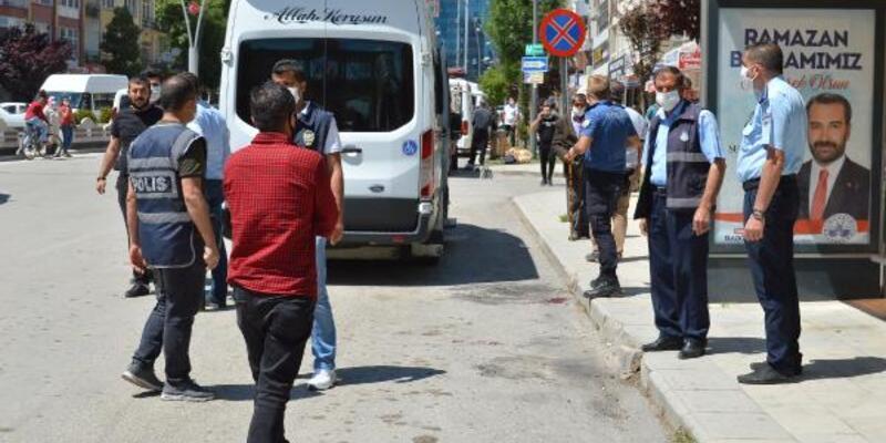 Yolcular tartıştıkları minibüs şoförünü bıçakladı