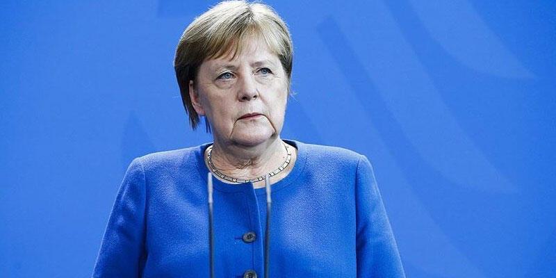 Merkel, ırkçılık konusunda öz eleştiride bulundu:
