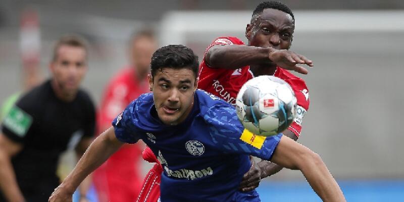 Schalke 4 hafta sonra puan aldı