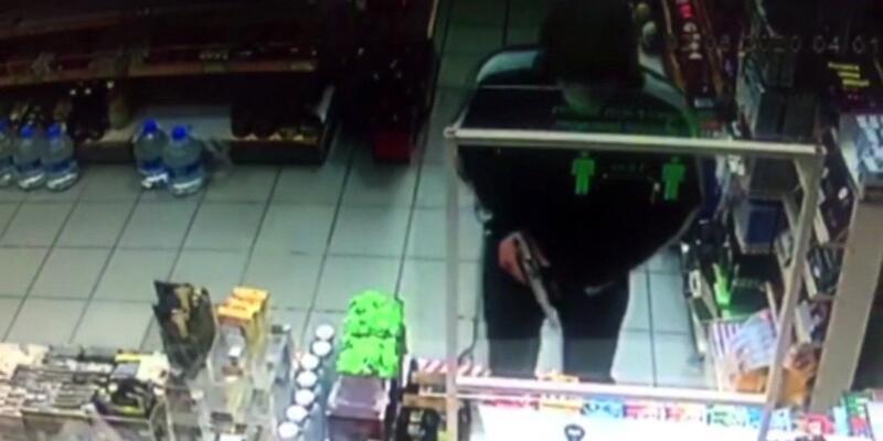 """""""Görüşürüz canım"""" diyerek marketçiyi silahla gasp etti"""