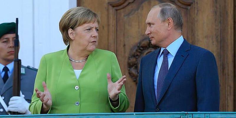Putin, Merkel ile Libya'daki durumu görüştü