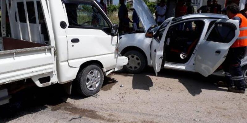 Son dakika... Bursa'da kamyonet ile otomobil çarpıştı: 1 ölü, 6 yaralı