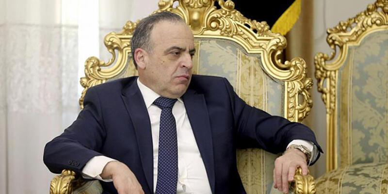 Esad, BaşbakanHamis'i görevden aldı