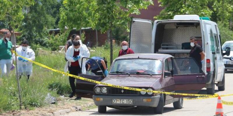 Park halindeki otomobilde ölü bulundu