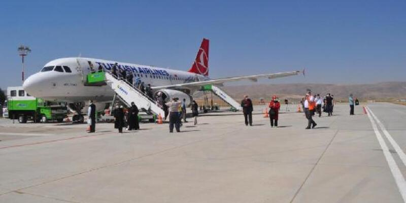 Siirt'e 85 gün sonra ilk uçak indi