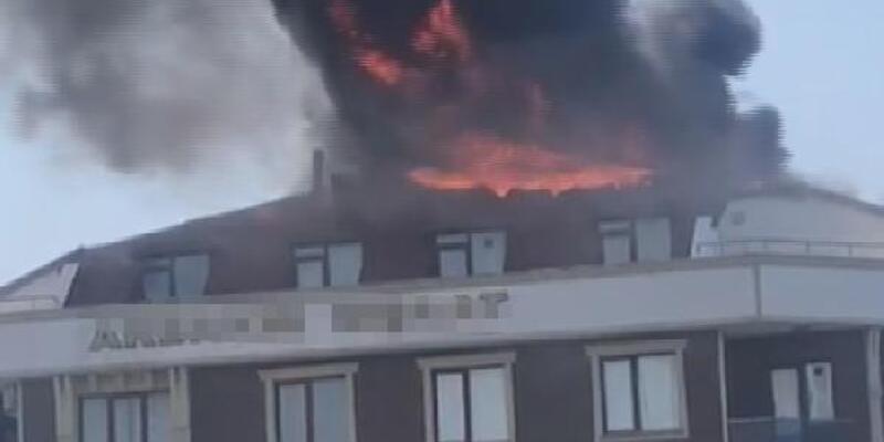 Son dakika... 6 katlı binanın çatı katı alev alev yandı