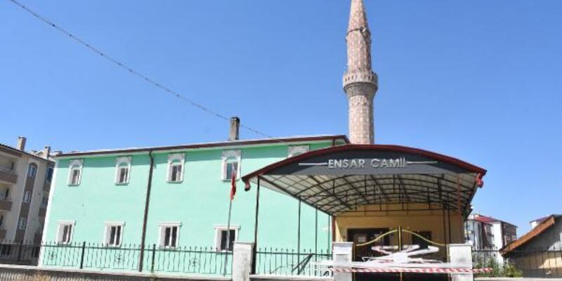 Kene görüldüğü iddia edilen cami 2 gün ibadete kapatıldı