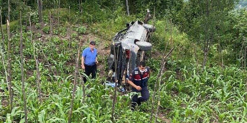 Otomobil bahçeye uçtu! Sürücü öldü, eşi yaralandı