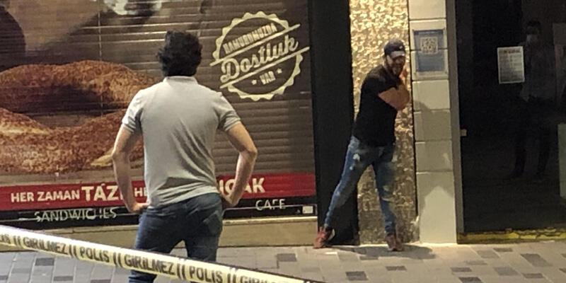 Son dakika! İstiklal Caddesi'nde hareketli dakikalar! Elinde bıçakla etrafa saldırdı
