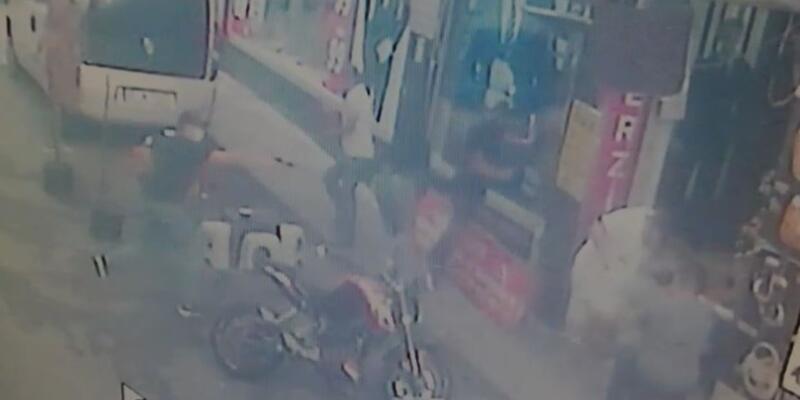 Kağıthane'de 1'i çocuk 3 kişinin yaralandığı silahlı saldırı kamerada