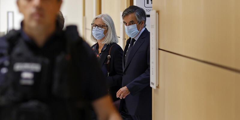 Eski Fransa Başbakanı Fillon'a hapis cezası