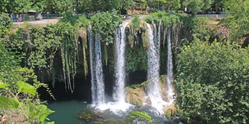 Antalya'daki Düden Şelalesi'nde doğa canlanıyor
