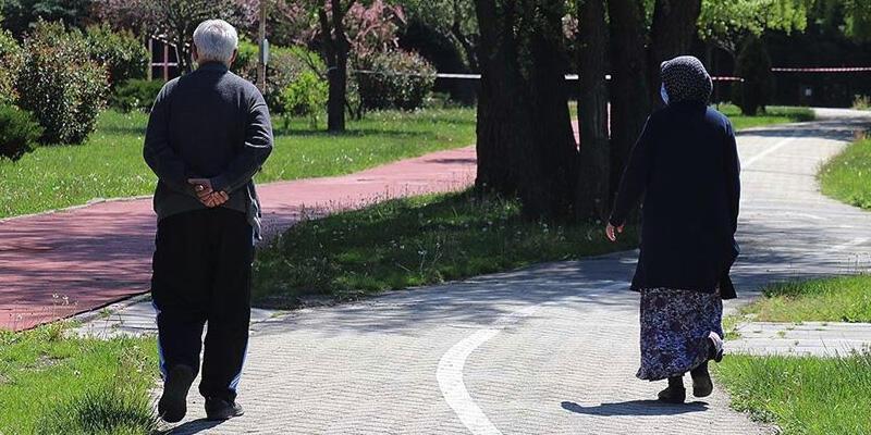 Sağlık Bakanı Koca açıkladı! 65 yaş üstüne yeni kısıtlama olacak mı?