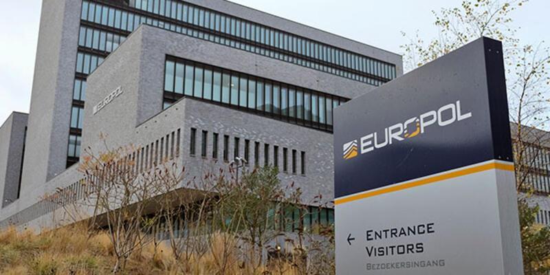 Europol'den organize suç örgütlerine operasyon: 100'den fazla gözaltı