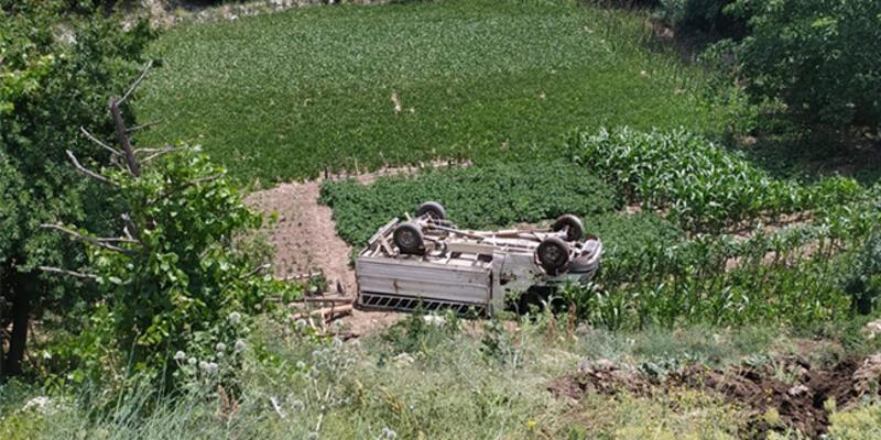 Kontrolden çıkan kamyonet şarampole devrildi: 4'ü çocuk 5 yaralı