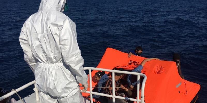 Son dakika... İzmir'de bir gemide 276 sığınmacı yakalandı