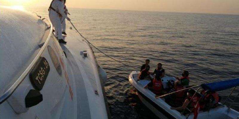 Türk kara sularına itilen 11 göçmen kurtarıldı