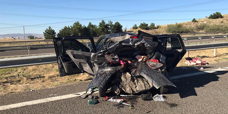 Kaza sonrası otomobil bu hale geldi: Ölü ve yaralılar var