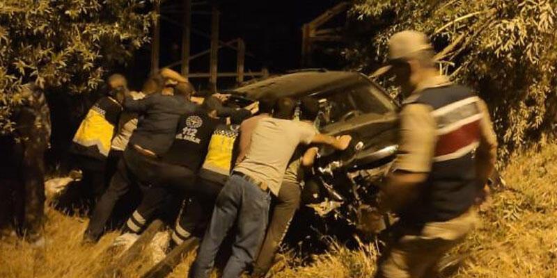 Sivas'ta köprü parmaklığına çarpan cip devrildi: 5 yaralı