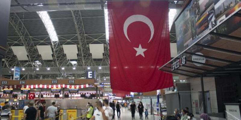 Sabiha Gökçen Türk bayrakları ile donatıldı