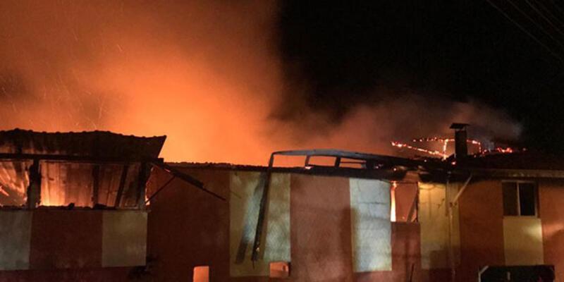 Buzdolabının patlayan motoru evi yaktı