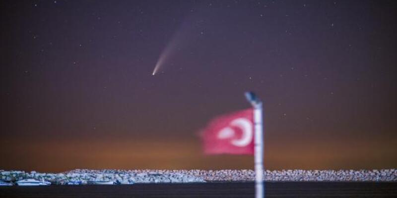 Son dakika... Neowise kuyruklu yıldızı, Türk bayrağı ile aynı karede fotoğraflandı