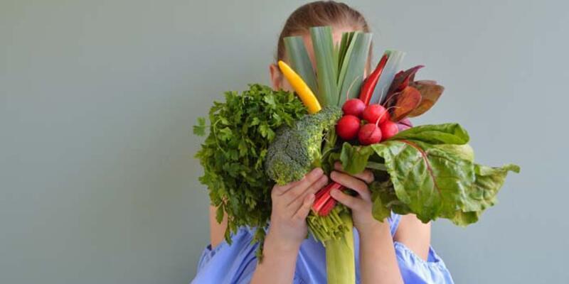 Sebze ve meyve tüketen çocuklar daha sağlıklı oluyor