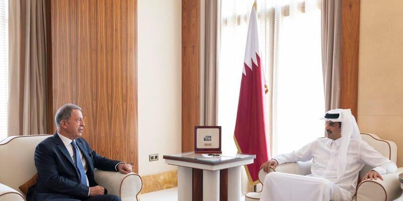 Son dakika haberi: Bakan Akar Katar'da Al Thani ile görüştü