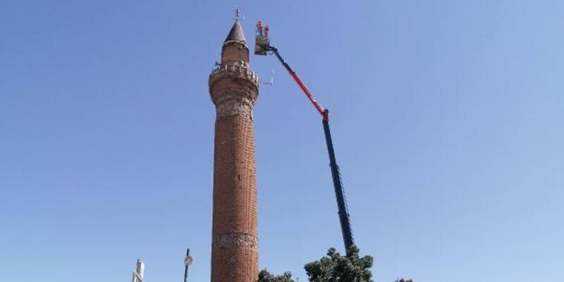 Tarihi Ulu Cami'nin eğilen minaresi sensörle takip edilecek
