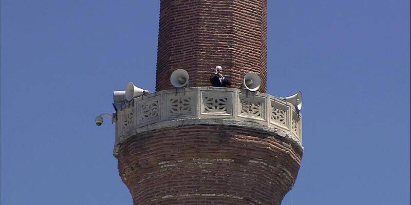 Son dakika... Ayasofya'nın minarelerinden 4 müezzin birlikte sela okudu