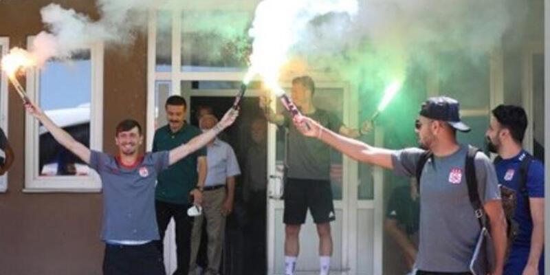 Mert Hakan Yandaş'tan Sivasspor'a meşaleli veda