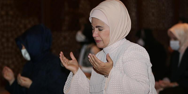 Emine Erdoğan, Ayasofya Camii'nde namaz kıldı