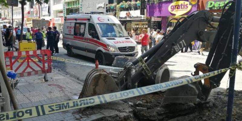 Bakırköy'de arıza yapan iş makinesinin kepçesi altında kalan işçi hayatını kaybetti
