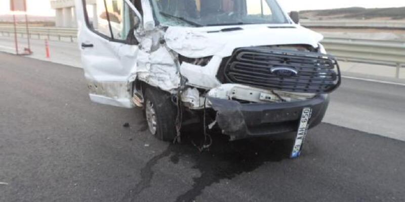 Son dakika... Çanakkale'de iki araç çarpıştı: 1'i ağır 5 yaralı