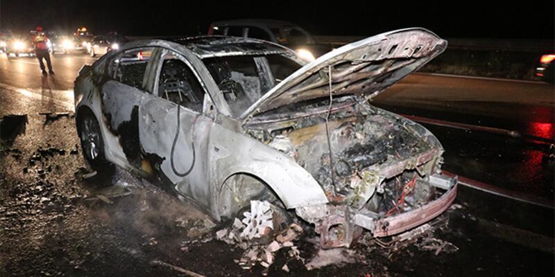Anadolu Otoyolu'nda araç yangını!