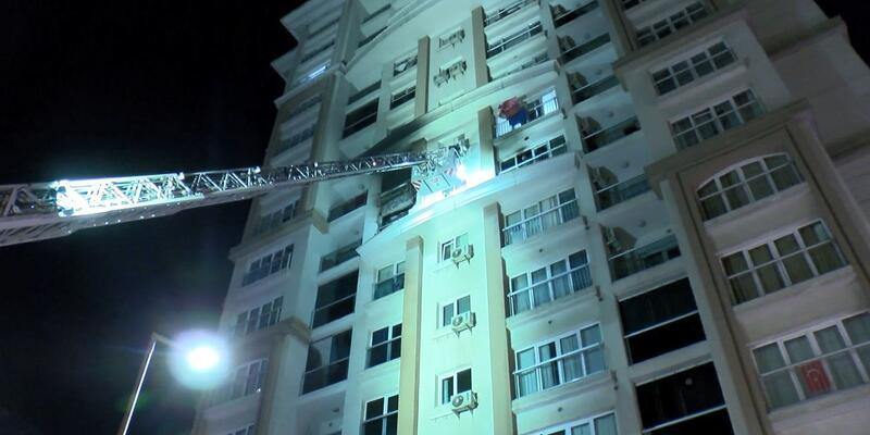 Başakşehir'de 15 katlı binada yangın