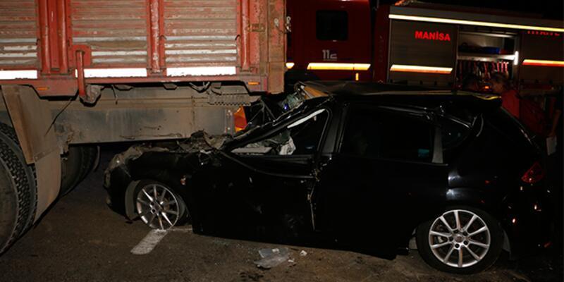 Otomobil kamyona arkadan çarptı: Çok sayıda yaralı var