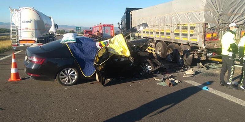 Son dakika... Bolu'da otomobil TIR'a arkadan çarptı: 3 ölü, 1 yaralı