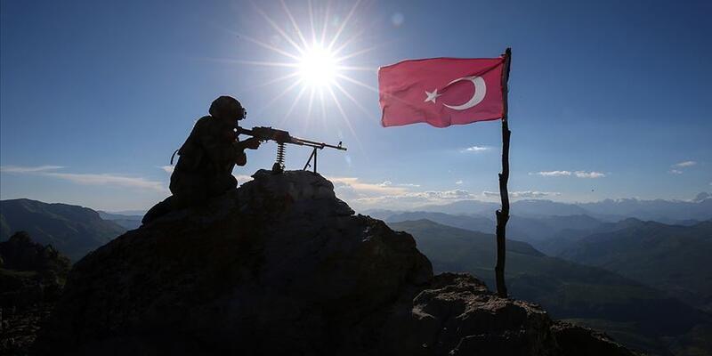 Son dakika... PKK'lı bir terörist daha teslim oldu