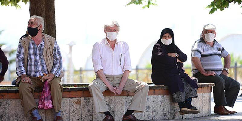 """Sivas'ta 65 yaş üstündekilere getirilen """"sokağa çıkma kısıtlaması"""" ertelendi"""