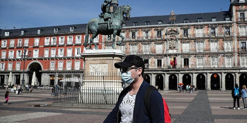 Son dakika... İspanya'da  Kovid-19'a karşı açık alanda sigara içme yasağı getirildi
