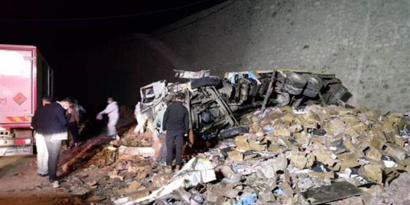 Erzurum'da dinamit yüklü kamyon kaza yaptı! İki kişi öldü...