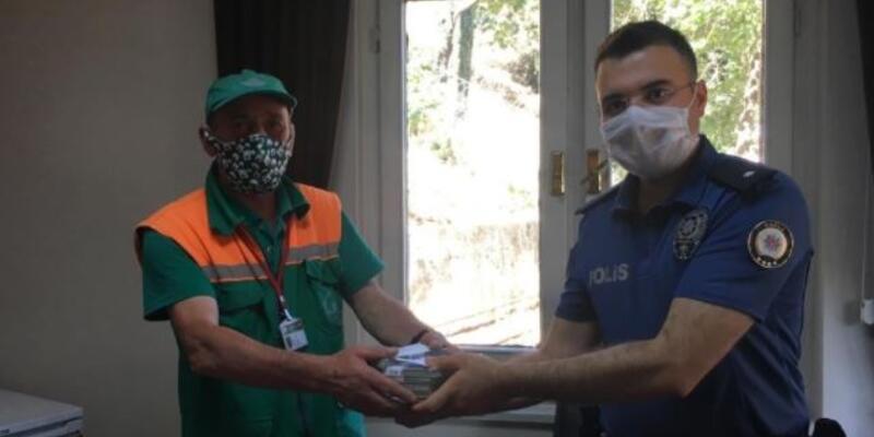 Son dakika... Temizlik işçisi, çöpte bulduğu yüklü parayı polise teslim etti