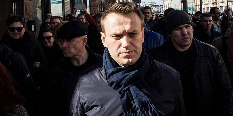 Rus muhalif aktivist Navalnıy'ın ilk bulgulara göre zehirlendiği tespit edildi