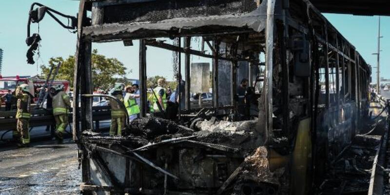 Metrobüs yangınında kapıları açarak onlarca kişinin hayatını kurtardı
