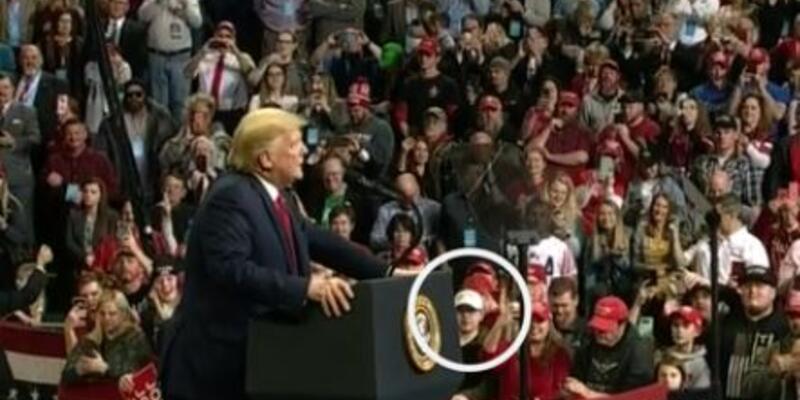 Son dakika... Wisconsin'de 2 protestocunun ölümüyle ilgili tutuklanan şüpheli Trump'ın seçim mitinginde görüldü