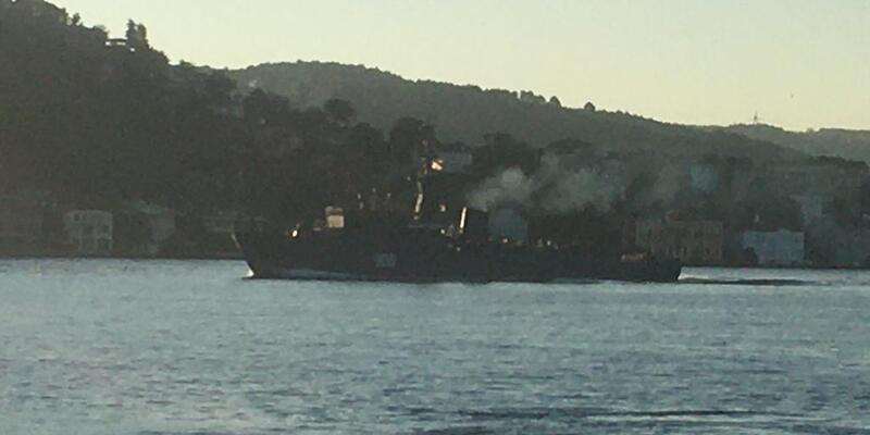 2 Rus askeri gemisi peş peşe İstanbul Boğazı'ndan geçti